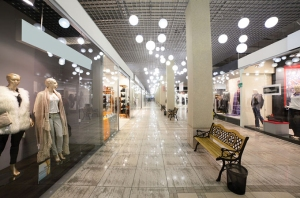 empty-retail-store